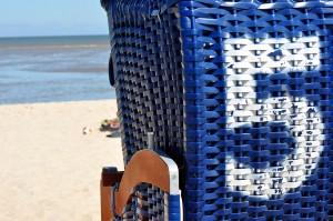 beach-chair-1550051_1920